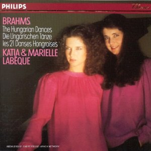 TUTTI CRESCENDO: 21 Danses Hongroises de Johannes BRAHMS avec Katia et Marielle LABEQUE